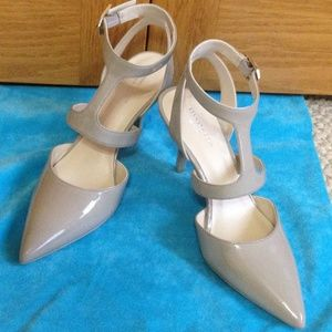 KENNETH COLE - Laird Cut-Out Pump - NWOB